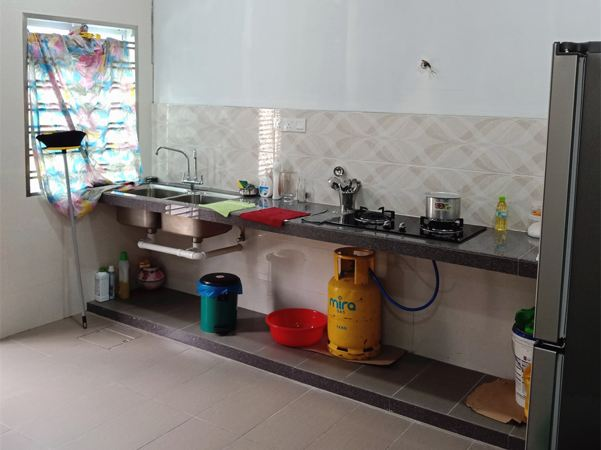 Aluminium Kitchen Cabinet At Taman Mutiara Rini (BEFORE)
