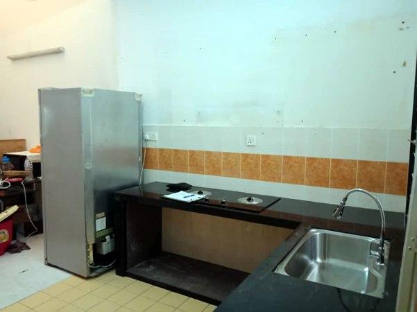 Aluminium Kitchen Cabinet Taman Mutiara Rini JB (BEFORE)